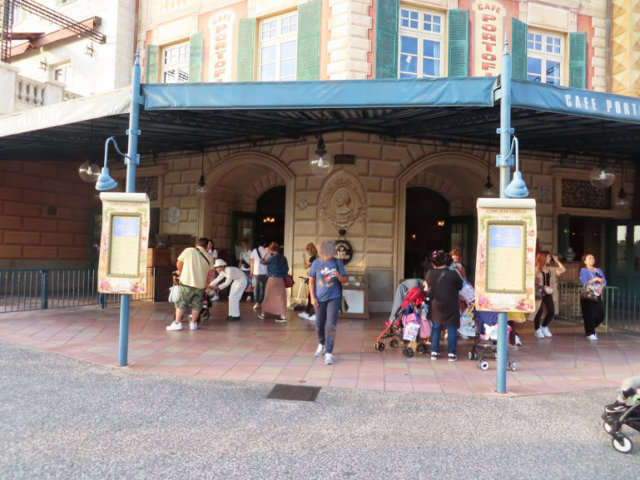 カフェ・ポルトフィーノ。ゆったりした海辺のレストラン