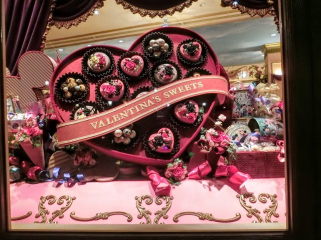 ヴァレンティ―ナズ・スウィート。お菓子が揃う美しいお店